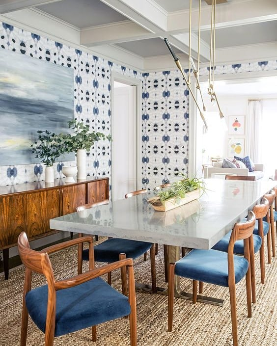 Feeling so inspired by wallpaper lately! Loved this use of it in @archdigest by @Lauren_nelson_design ✨