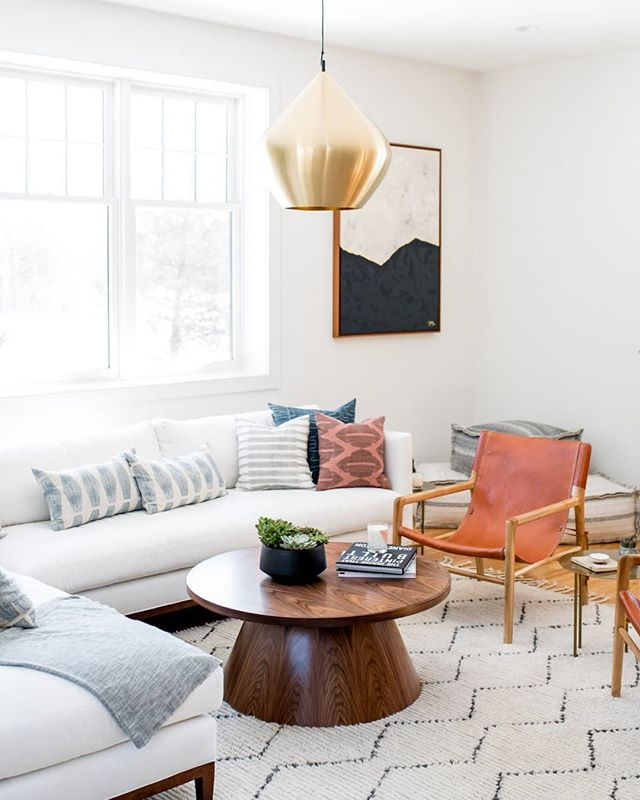 When designing a space, I always ask my clients specific questions about how they live. - Do you entertain often? - Do you host your family frequently? - Do you spend your weekends out + about or cozy movie nights in?  By understanding how a family lives in their home, we can craft the best possible design plan for their home.  Design: @sageinteriordesign_