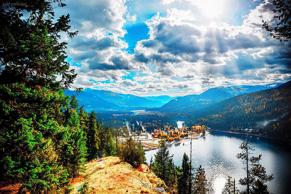 The beautiful setting of the village of Slocan. photo: Joel Pelletier