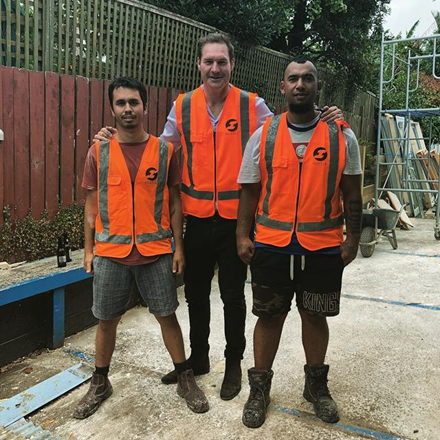 A real treat for the boys helping out @aliwilliams_. Even managed to sign him up!  #newteammember #allblacks #hustle #hustlenewzealand #demotime #healthandsafety #teamorange #sitesafety #constructionsite #demolitionderby
