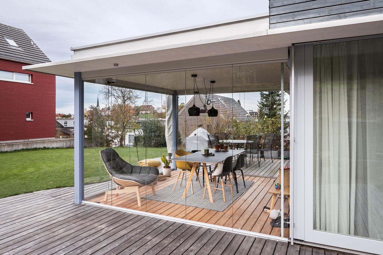 anbau-umbau-einfamilienhaus-wintergarten-glas-holzboden-kirchhalde.jpg