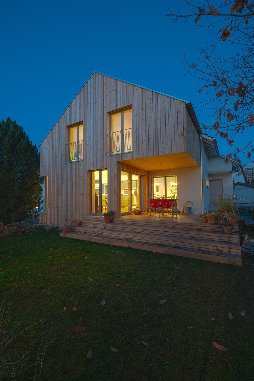 Einfamilienhaus-umbau-anbau-friedenweg-bischofszell-beleuchtung-holz-terrasse.jpg
