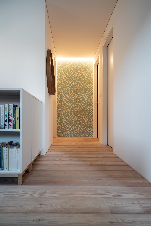 Einfamilienhaus-umbau-anbau-friedenweg-bischofszell-korridor-holzboden.jpg