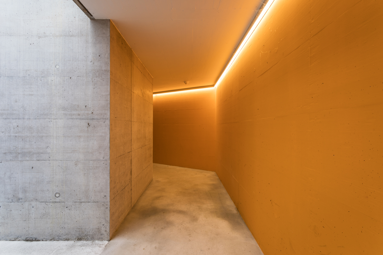 Mehrfamilienhaus-Neubau_Tiefgarage_Moosstrasse-eingang-st-gallen_licht-eingang.jpg