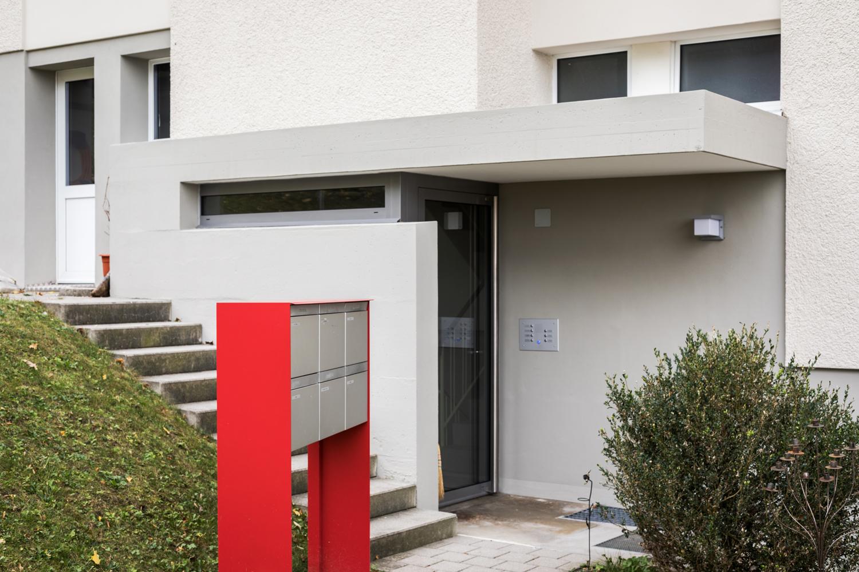 Mehrfamilienhaus-sanierung_Balkon-Fassade-Dreilindenhang-st-gallen_eingang.jpg