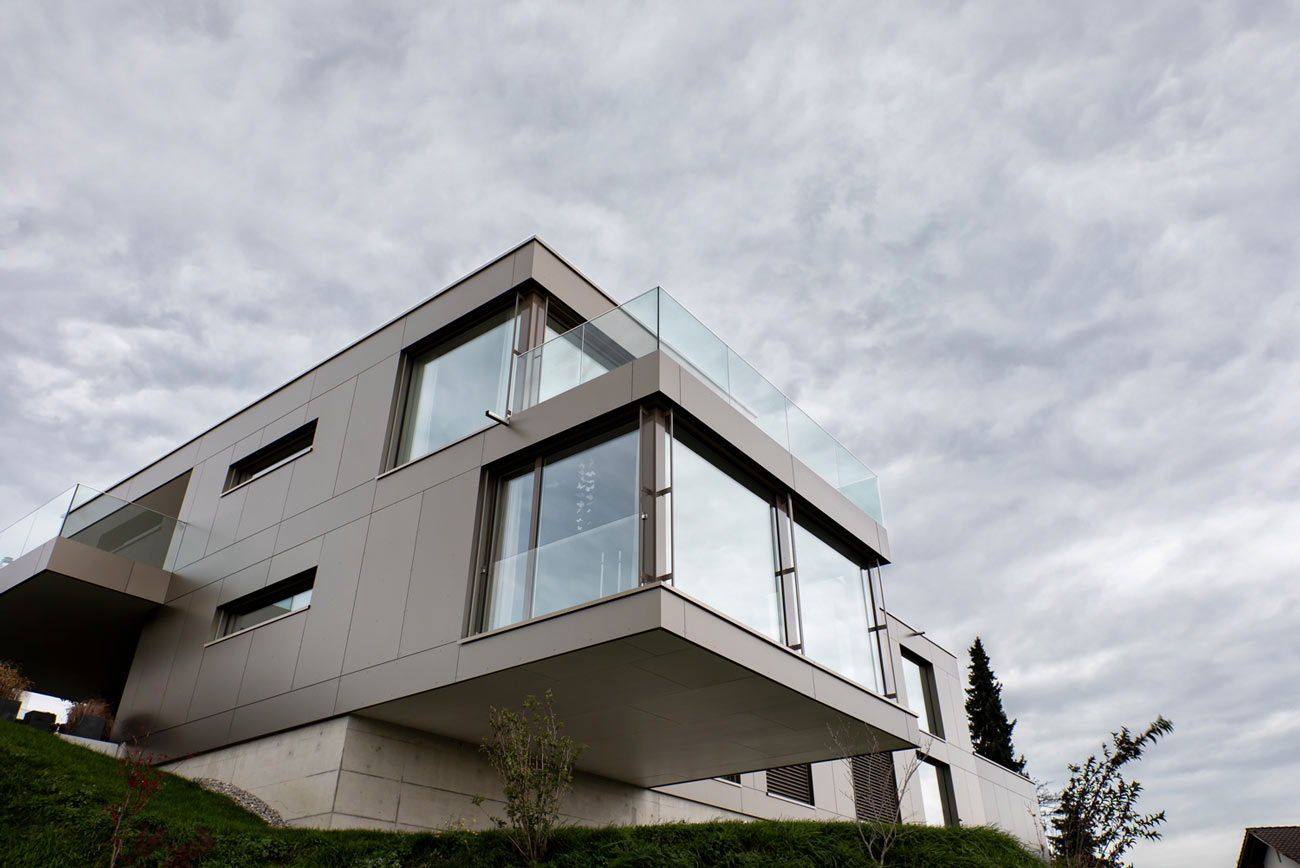 Neubau-Mehrfamilienhaus-Tuebach_Neubrunnstrasse-fassade-fenster.jpg