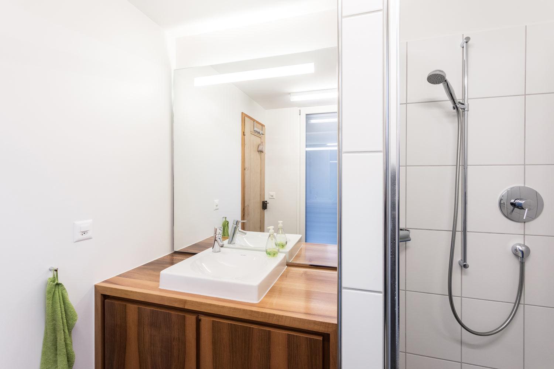 Einfamilienhaus_Umbau-Neubau_Flooz_Lichtensteig-bad-dusche.jpg