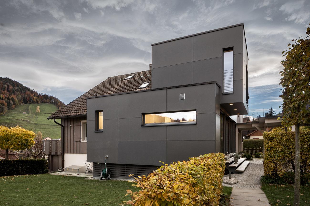Einfamilienhaus_Umbau-Neubau_Flooz_Lichtensteig-anbau-fassade-neu-alt.jpg