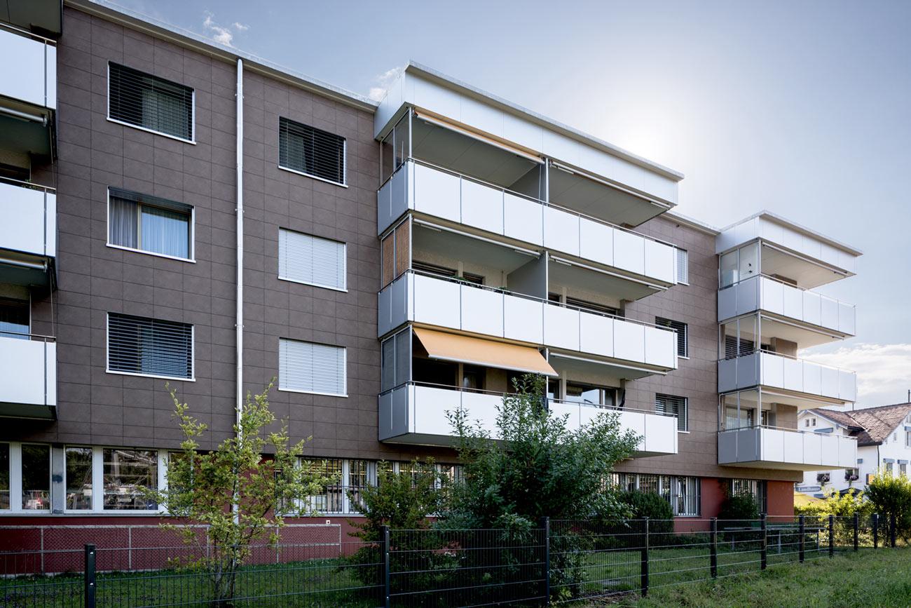 Mehrfamilienhaus-Sanierung-Balkon-Fassade-Herisauerstrasse_St-Gallen-sonnenschutz.jpg