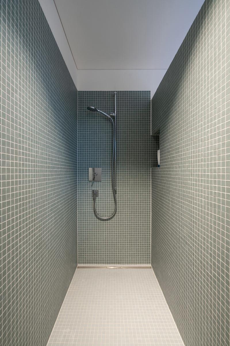 Einfamilienhaus-umbau-anbau-friedenweg-bischofszell-dusche-mosaik.jpg