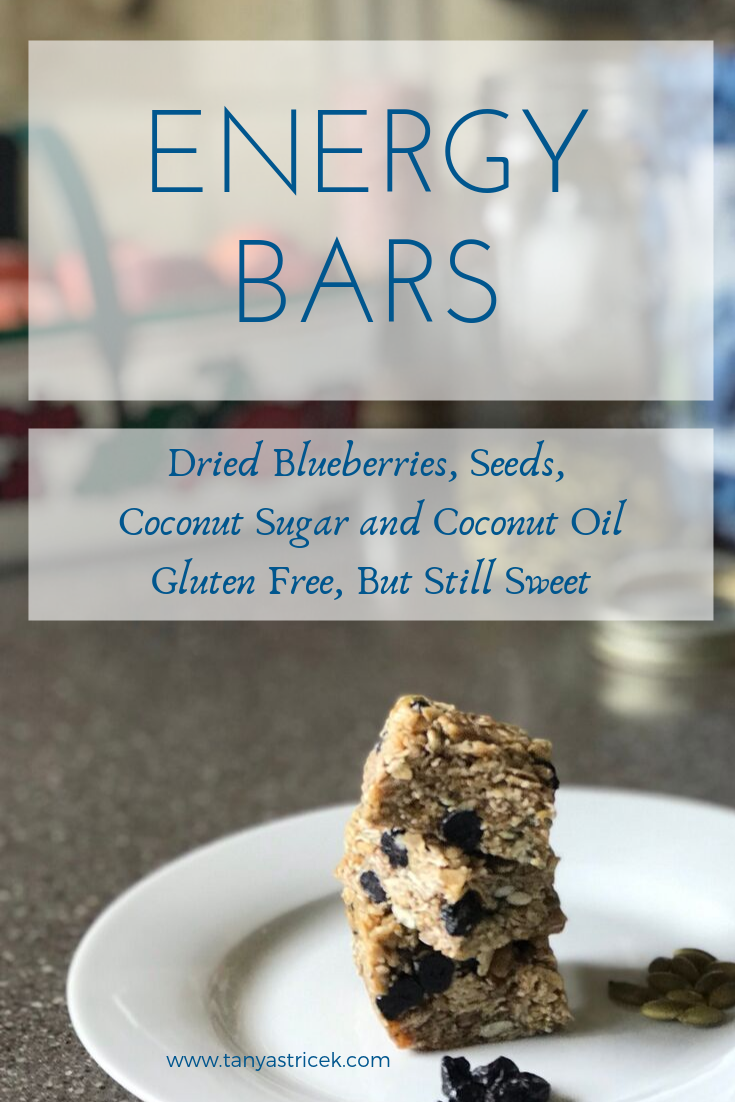 Breakfast Bars that are Gluten Free? Blueberry Energy Bars are a perfect make ahead breakfast! #oatmeal #glutenfree #plantbased #blueberry #quicksnacks