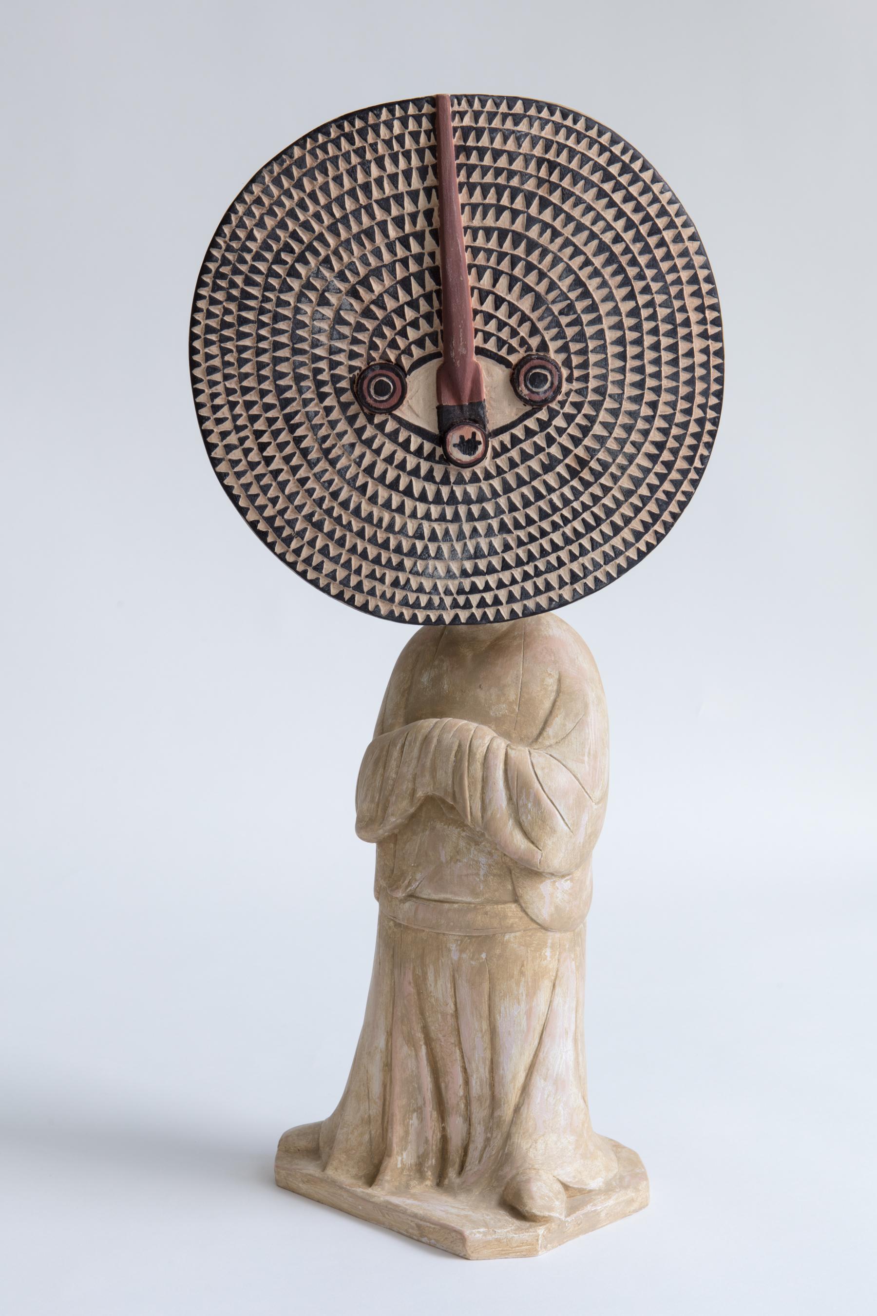 XU ZHEN®,  Evolution-Standing Female Attendant , 2017, Masque Bwa Bobo, Composite minéral, pigments minéraux, inox 60 x 27 x 19 cm. Edition de 99. Courtoisie de l'artiste & MadeIn Gallery.
