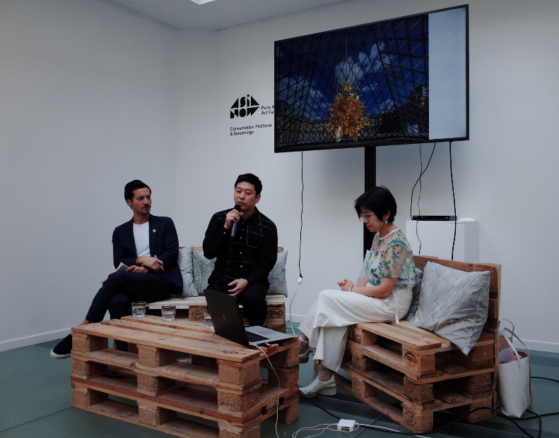 Kohei Nawa dicusses with Yuko Hasegawa -