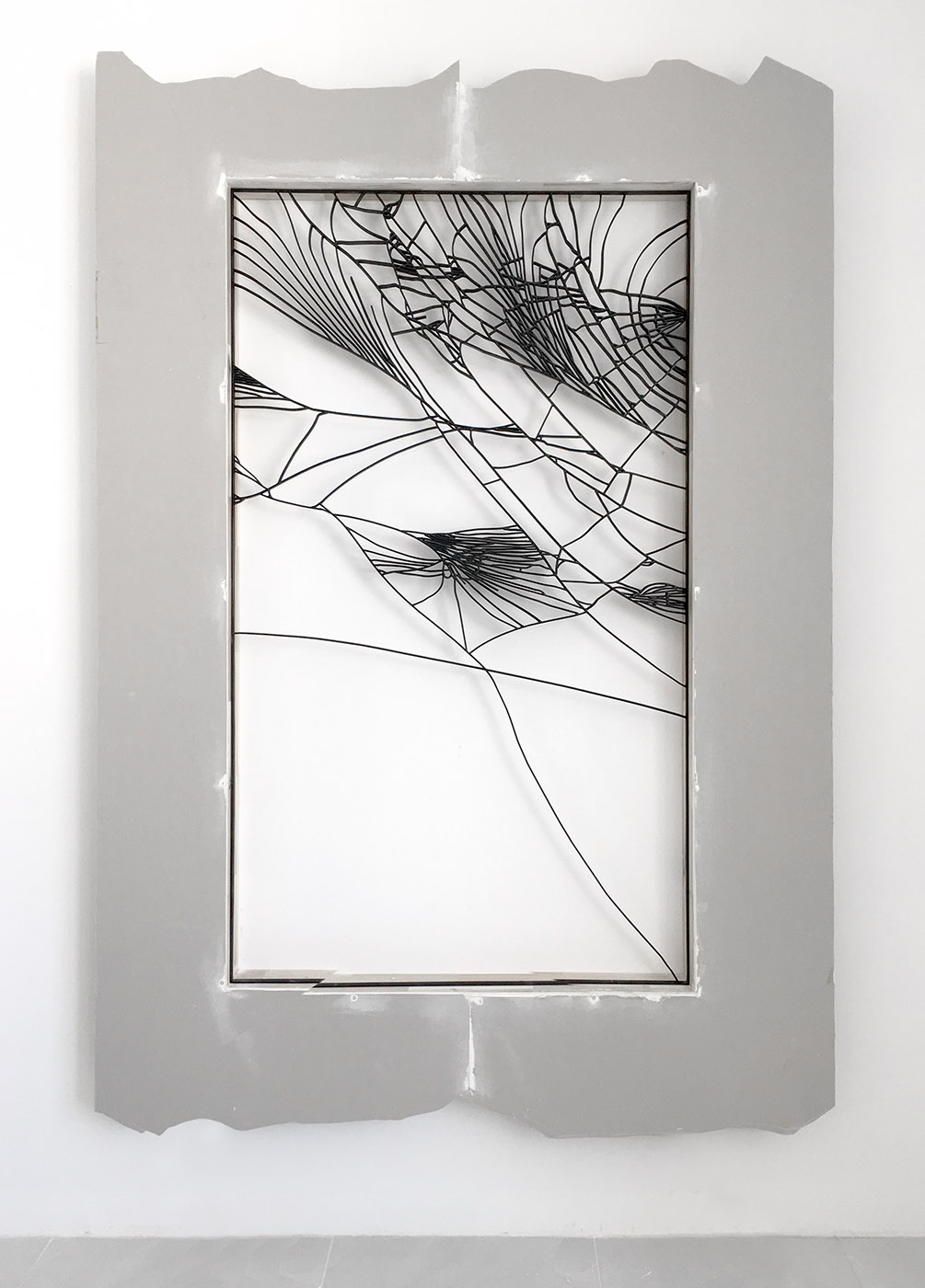 Trong Nguyen,  cracked mobile 01 , 2019, iron, paint, sheetrock, wood, 240 x 165 x 15 cm. Courtesy of the artist and La Patinoire Royale – galerie Valérie Bach.