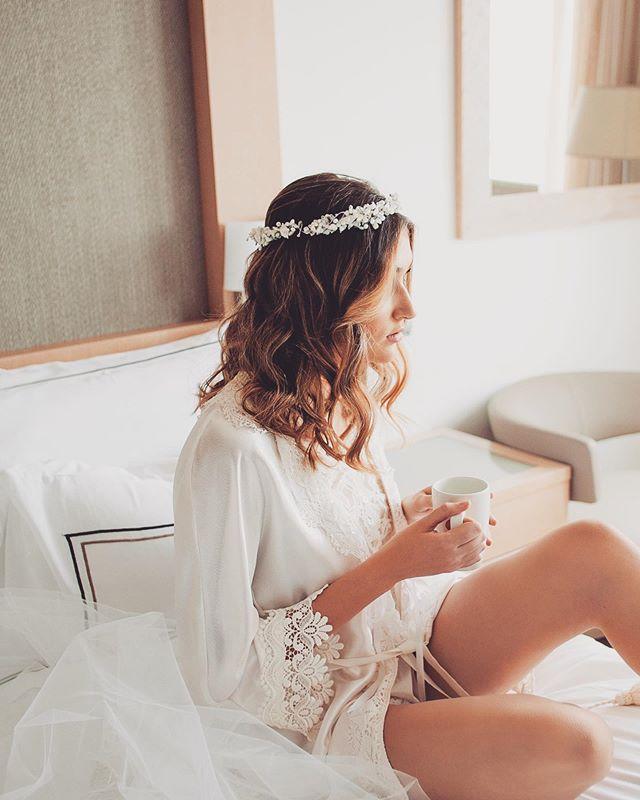 Yes! Coffee for me please! ☕️ Foto: @tanyavasiliuk Muah: @lauraoceania  Bata: @giselelaunike  Tocado: @launikenovias Organización: @nataliaortizwed y @weddinginspain  Modelo: @evaahurtado_  Venue: @meliamadridprincesa  #noviaslauraoceania #novias #noviasmadrid #bodasmadrid #bodas2019 #weddingsmadrid