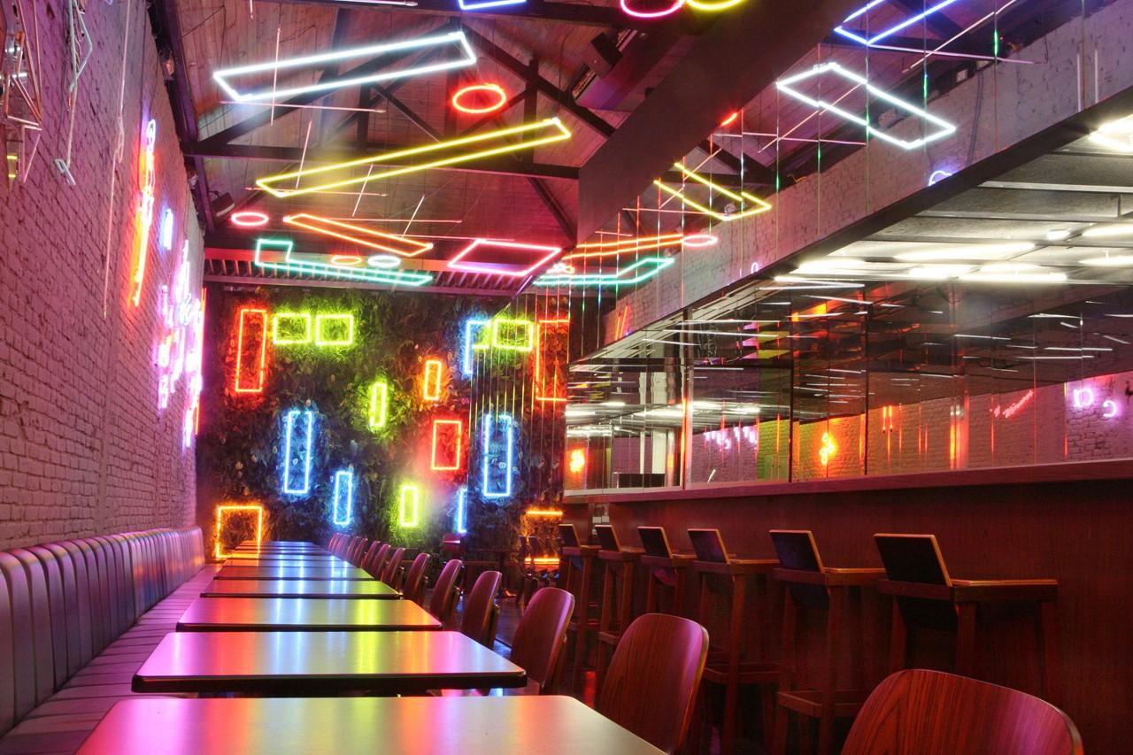 Bar Volt, São Paulo, por Zemel e Chalabi Arquitetos. Foto: Carolina Quintanilha. Fonte: https://www.archdaily.com.br/br/01-43176/bar-volt-zemel-mais-chalabi-arquitetos