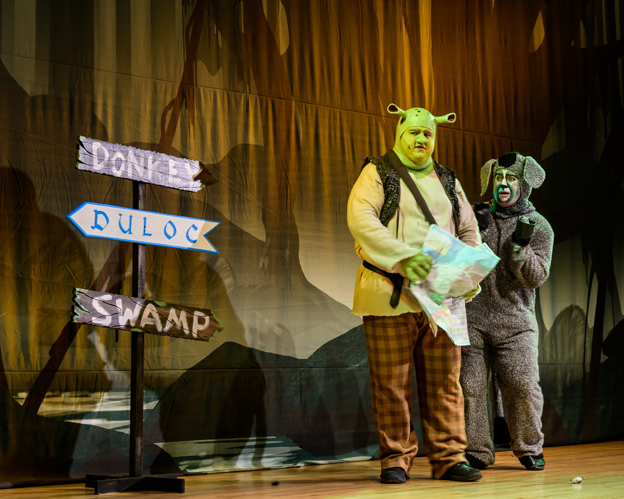 Shrek and Donkey on the way to Duloc