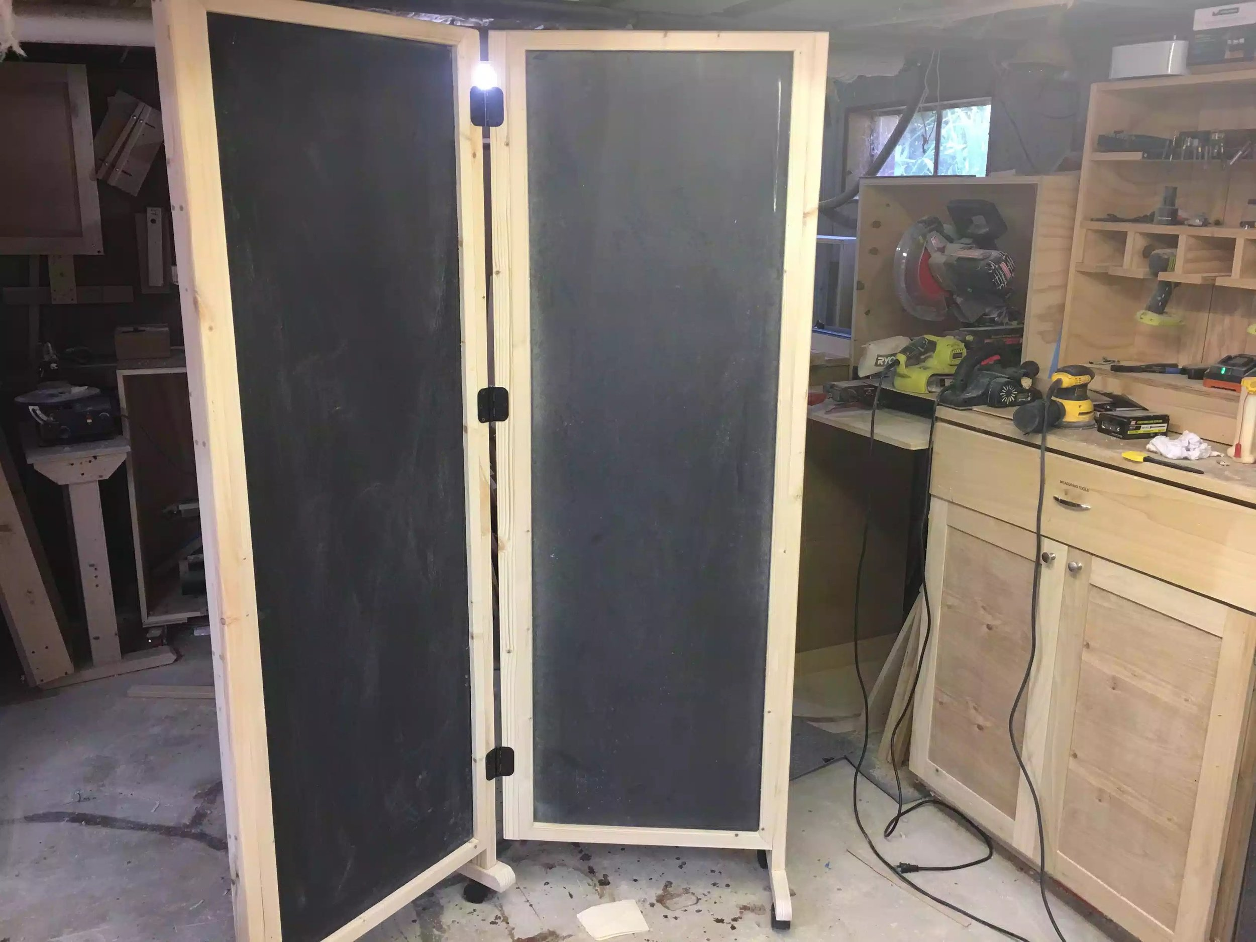 Free standing unit that can pivot, not bad looking