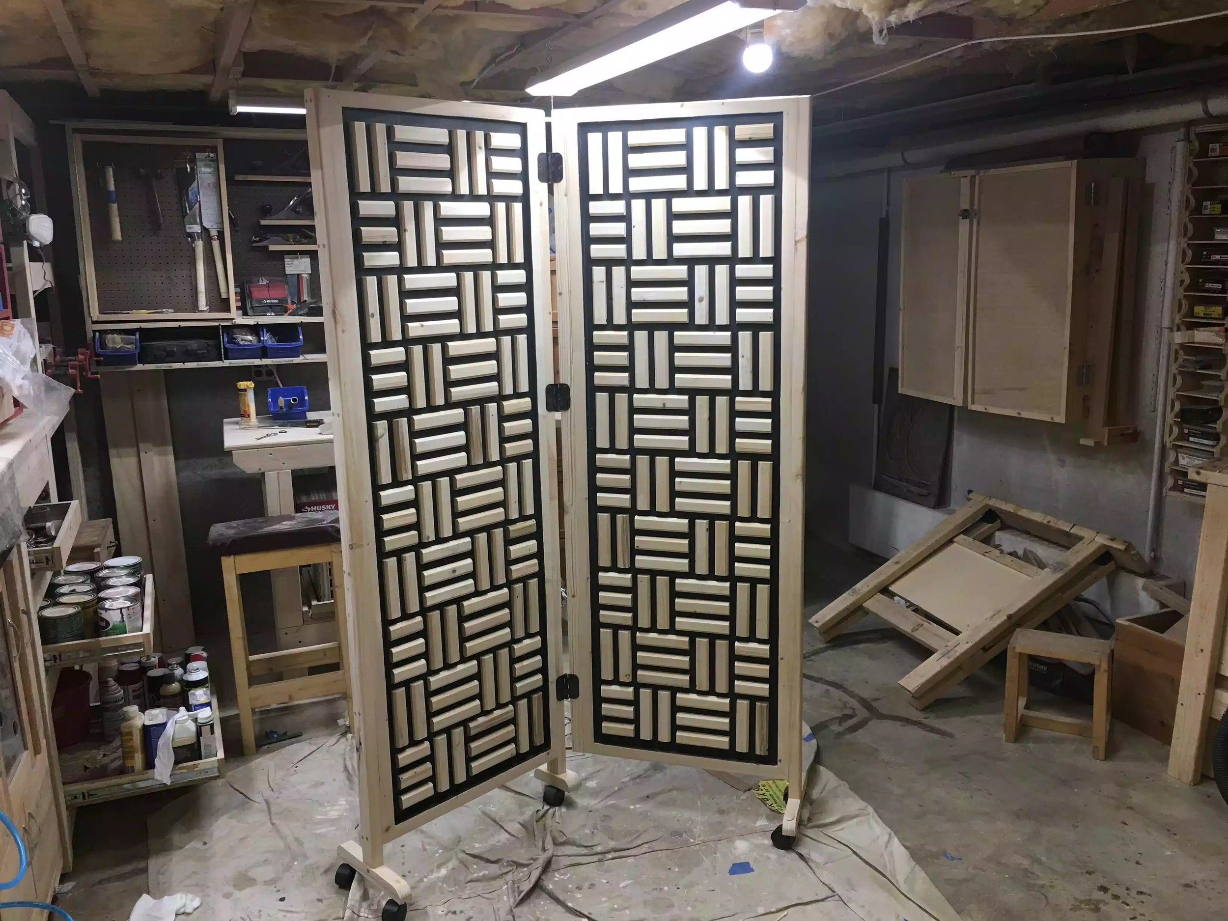 Here is the front of the divider, I love the pattern and without doubt this was the longest part of the construction, it has 200 pieces that were chamfered with a router and then hand sanded. But I think it was worth every bit of effort.