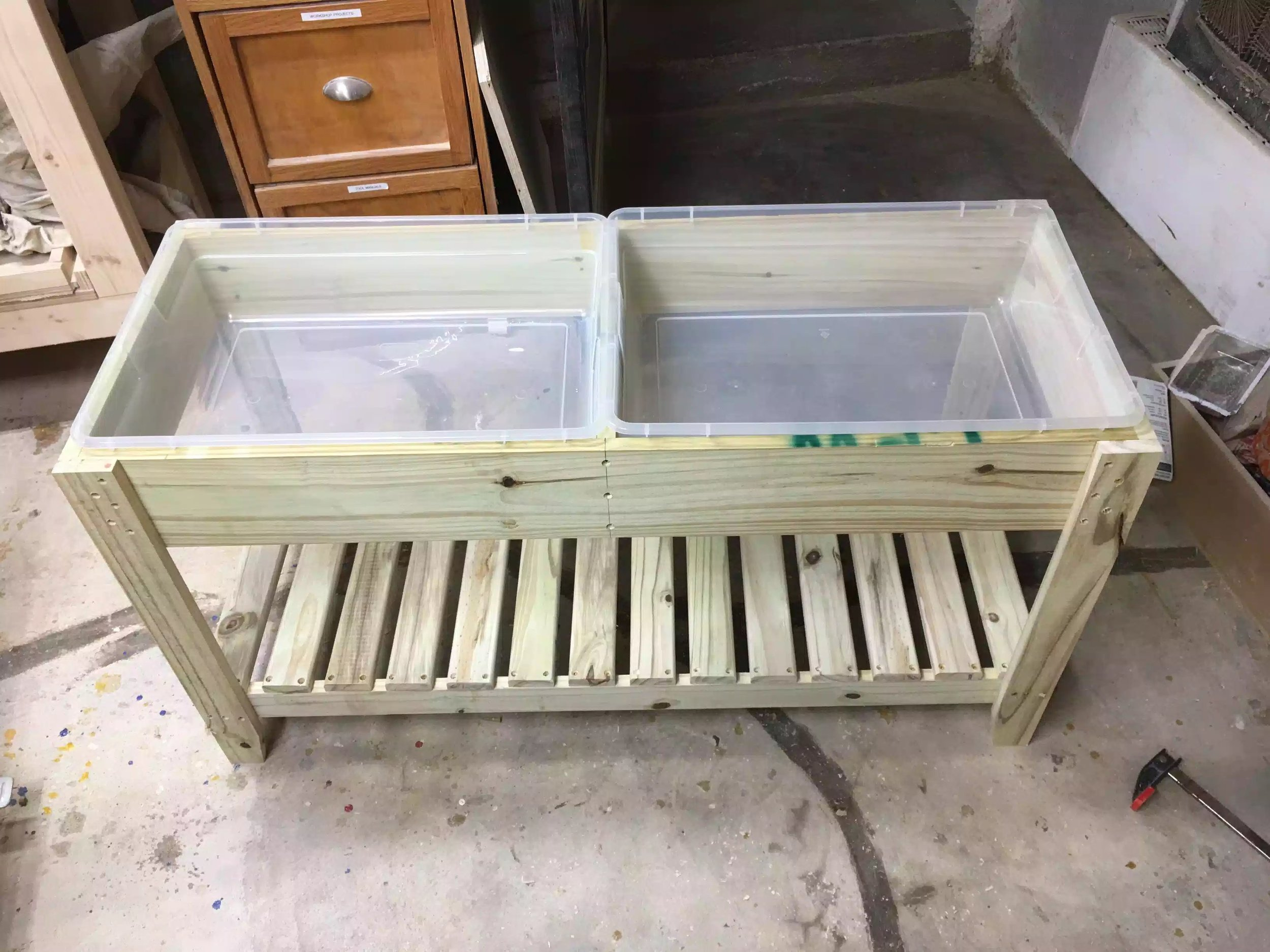 You can see the containers that the water will go into, just a suggestion but I might adjust the dimensions of the table by a little and possibly use a thicker piece of wood for the divider because I can not get the lids on the containers easily as they bump into each other