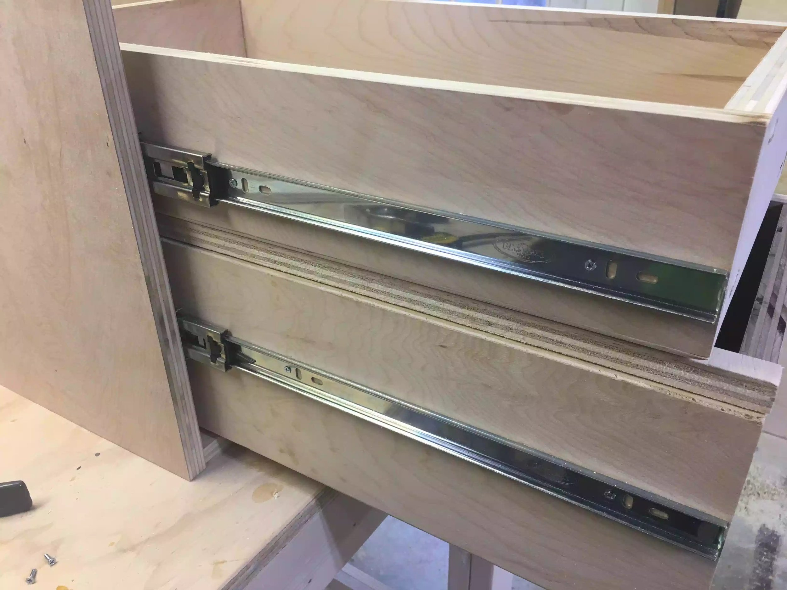 Here you can see the spacer sandwiched between the two drawers.