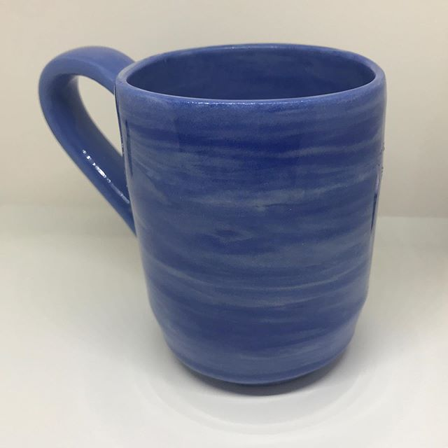 I haven't gotten to spend nearly as much time doing pottery as I would like to because of obligatory thesis stuff but I just swung by the studio and picked up one my first blue and white marbled porcelain mug. I like it. It makes me think of whispy clouds.  #☁️ #pottery #potterehh #ceramics #porcelain #mug #mugshot #brooklynpottery #bklynclay