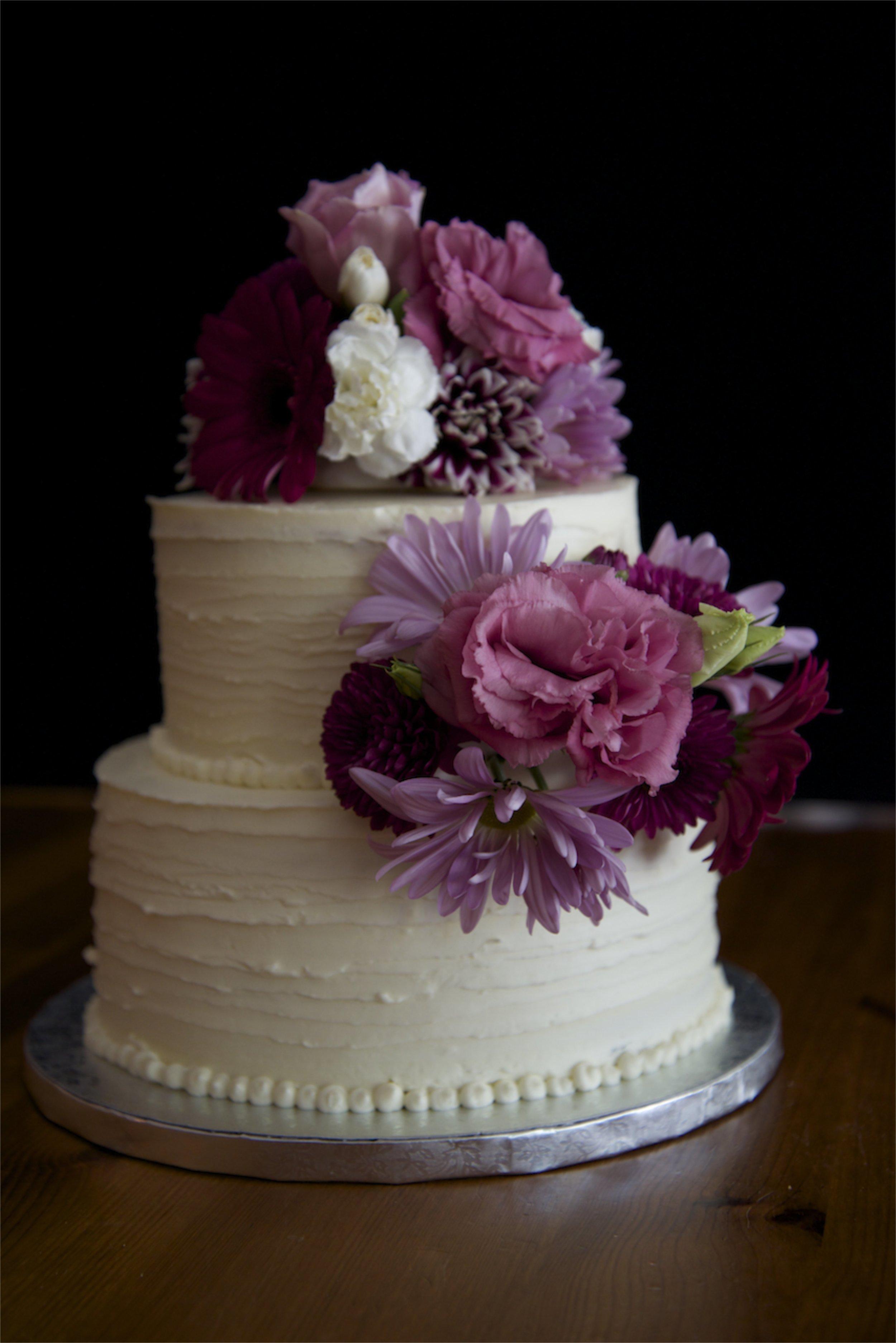 Wedding cake flowered.jpg
