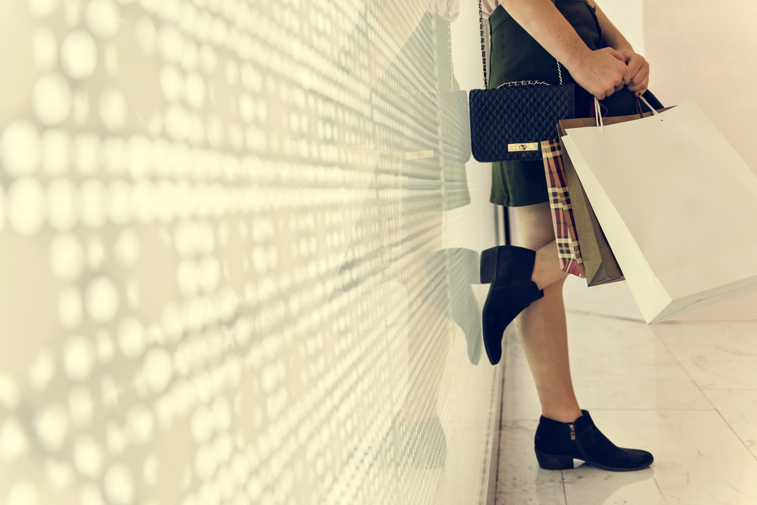 young-woman-shopping-consumer-concept-PKV9YGF.jpg