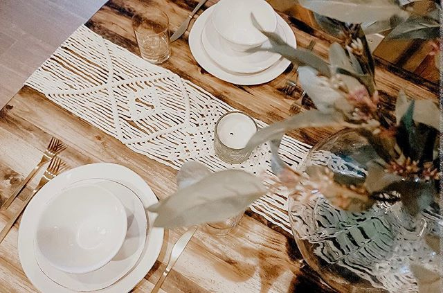It's about that time of night, what are some of your favorite home cooked dinner recipes? 🍽 . ... ..... … . #knotandvine #modernmacrame #tablescape #dinnertime #macrame #homedecor #shopsmall #artisan #details #wallhangings #planthangers #handmade #interiordesign #designer #artist #blogger #smallbusiness #757makers #virginiabeach #norfolk #rva #615 #nashville #calledtocreate #dowhatyoulove