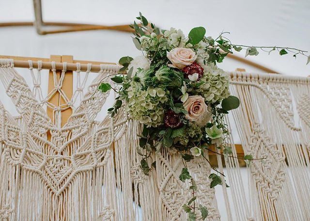 It's all in the details! ✨ . ... . I was so honored to be a part of this amazing collaboration, The Joy of Growing, hosted by @livingfreelyphotography & @cherannphotography. These ladies captured some stunning moments @historicgreenbrierfarms!!