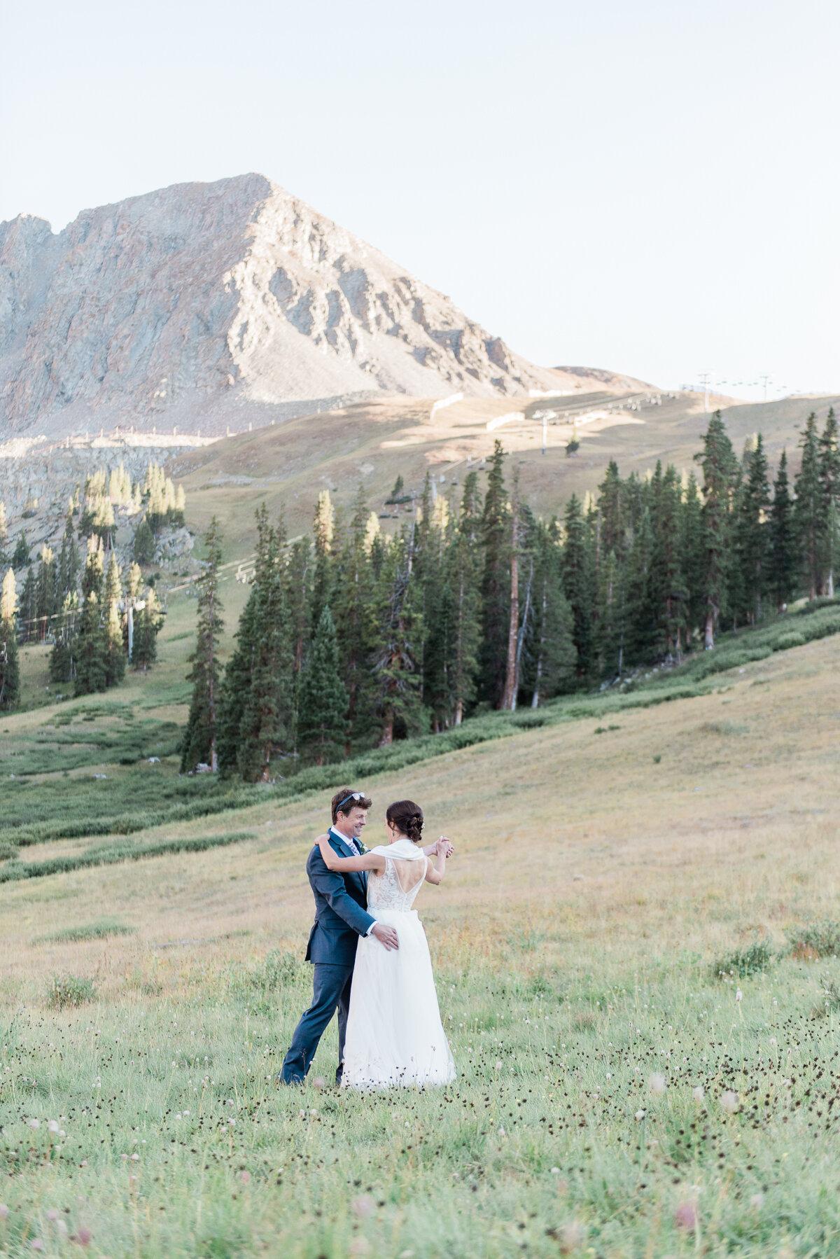 AshleighMillerPhotography-Wedding-Natalia-Matt-ArapahoeBasin-Colorado-35.jpg