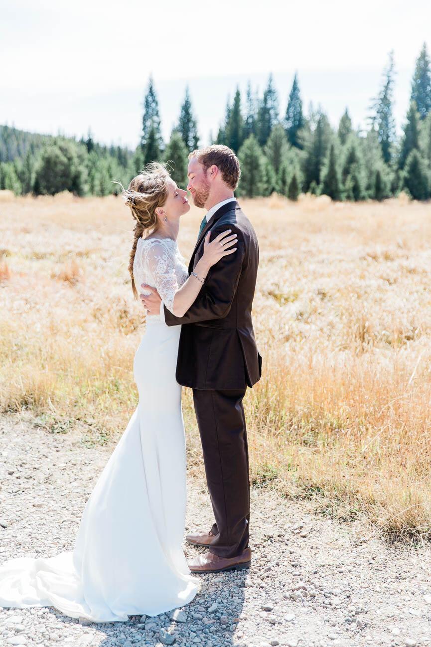 AshleighMillerPhotography-Wedding-BeccaWeston-WindingRiverRanch-GrandLake-Colorado-17.jpg