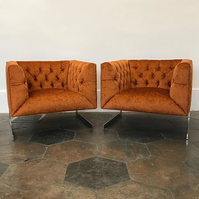 These #milobaughman cantilevered leg lounge chairs really make an impact in @pindlercorp Fallon in pumpkin. Quite a change from the boring beige! We just finished these for a client, but we have two more for someone else! We tweaked the style a little with a tight seat. I like it! . #reupholsteryismagic #mcm #chrome #cantileverchair #orangeupholstery #coolchair #letmemakeyouachair