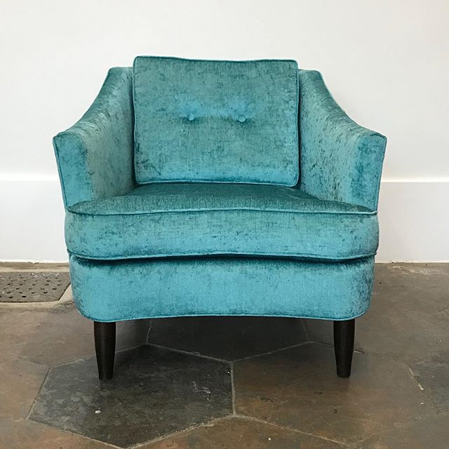 Fab little lounge chair from 1975. Great bones, just needed me to make it over. I don't even recognize it now, do you?! Swipe for the before! DM for details-it's for sale. Yes, yes it is. . #upholsteryismagic #newlook #pindlerfabric #tealchenille #chairmakeover #letmemakeyouachair