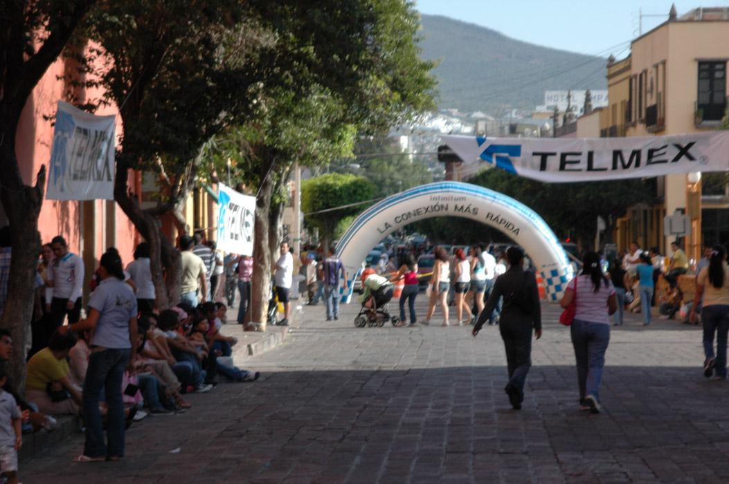 17 - Queretaro, and the crowd awaits the cars.jpg