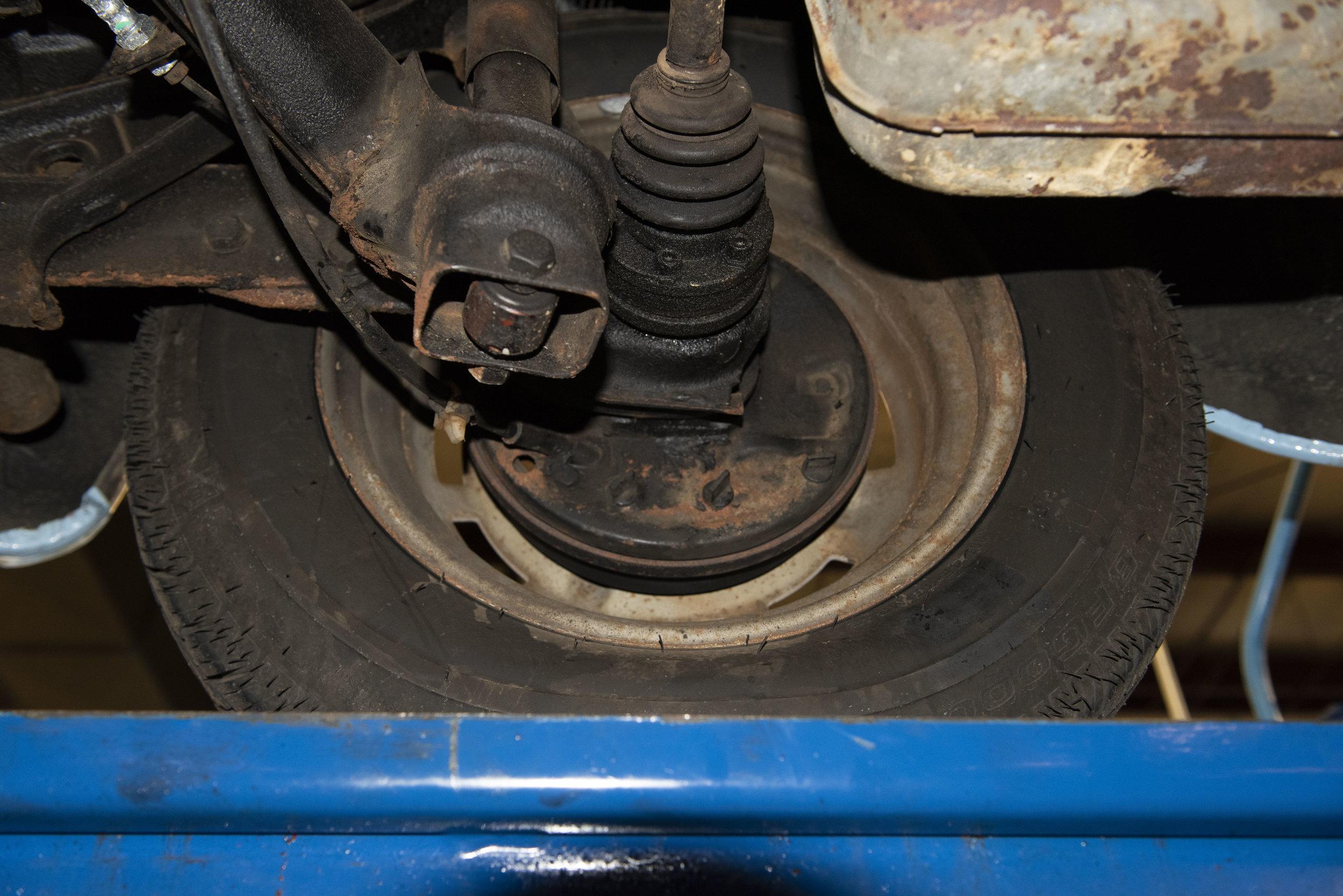 VW Bug Vert Underbody_008.JPG