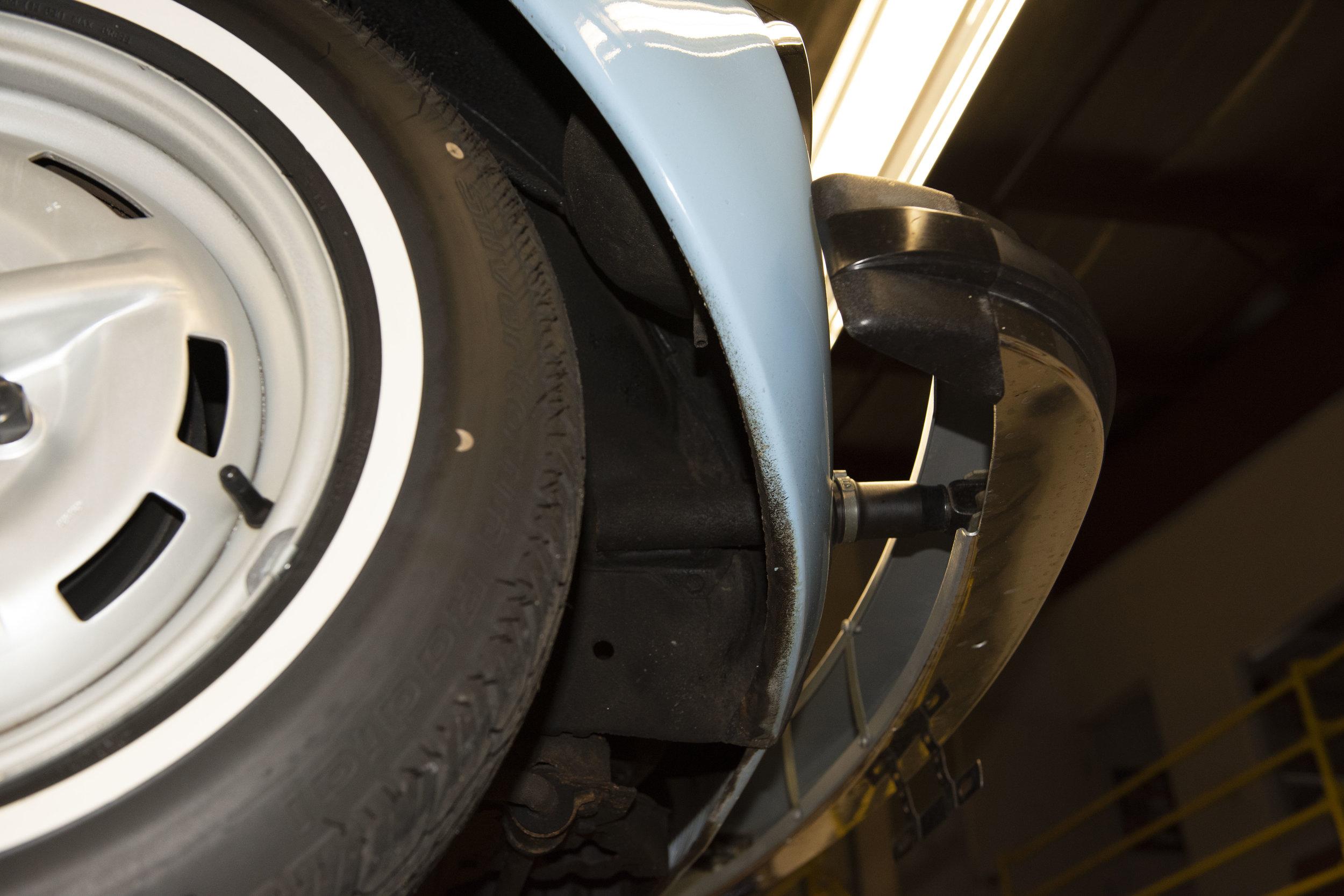 VW Bug Vert Underbody_031.JPG
