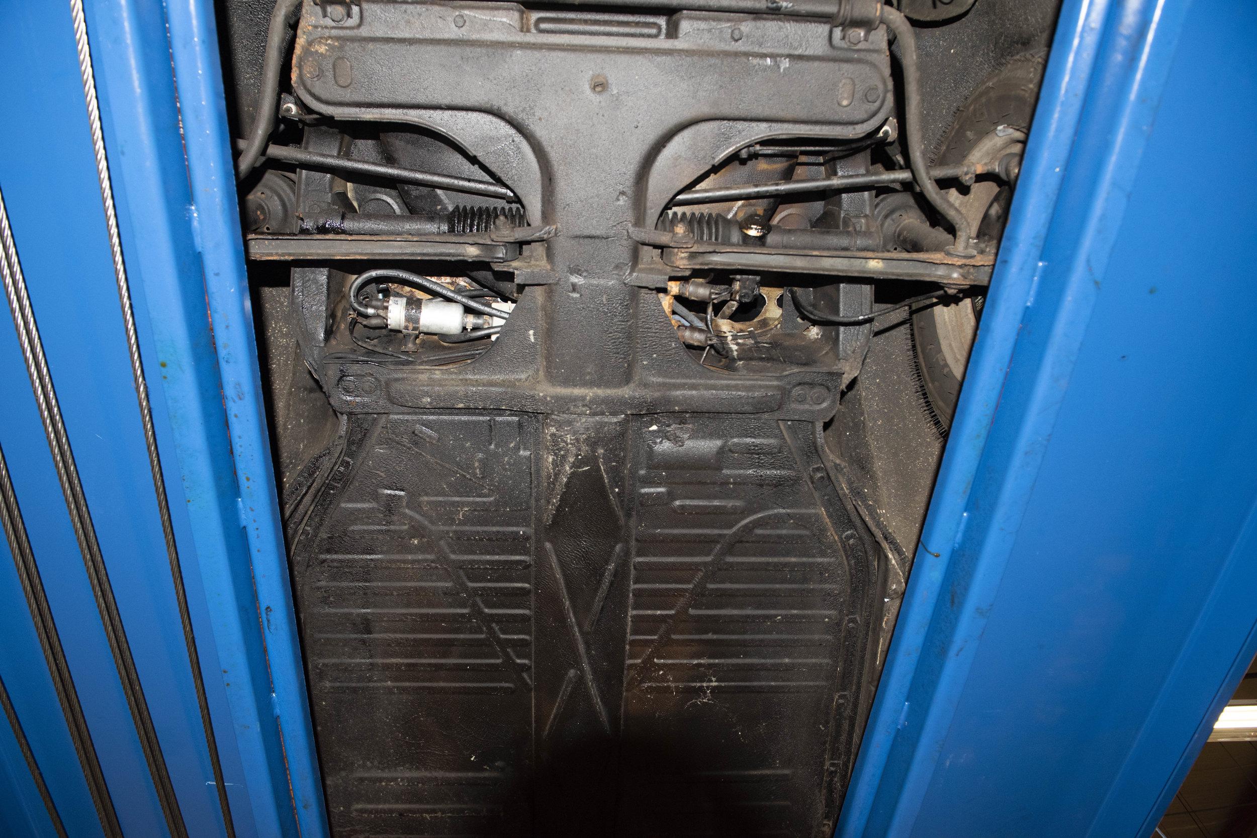 VW Bug Vert Underbody_040.JPG