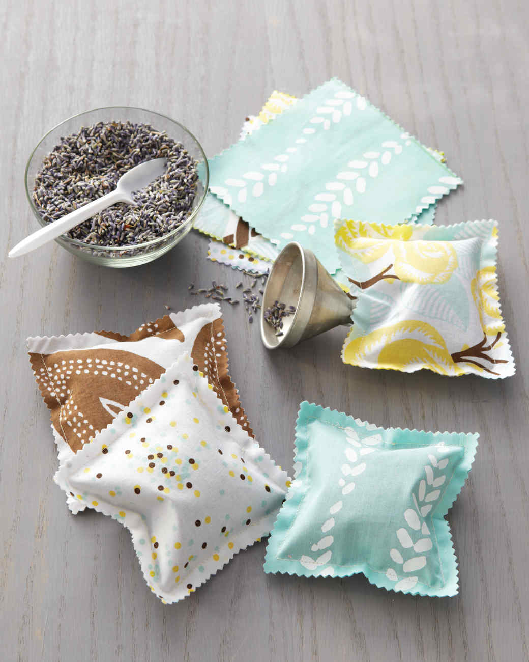 tidy-sachets-for-closets