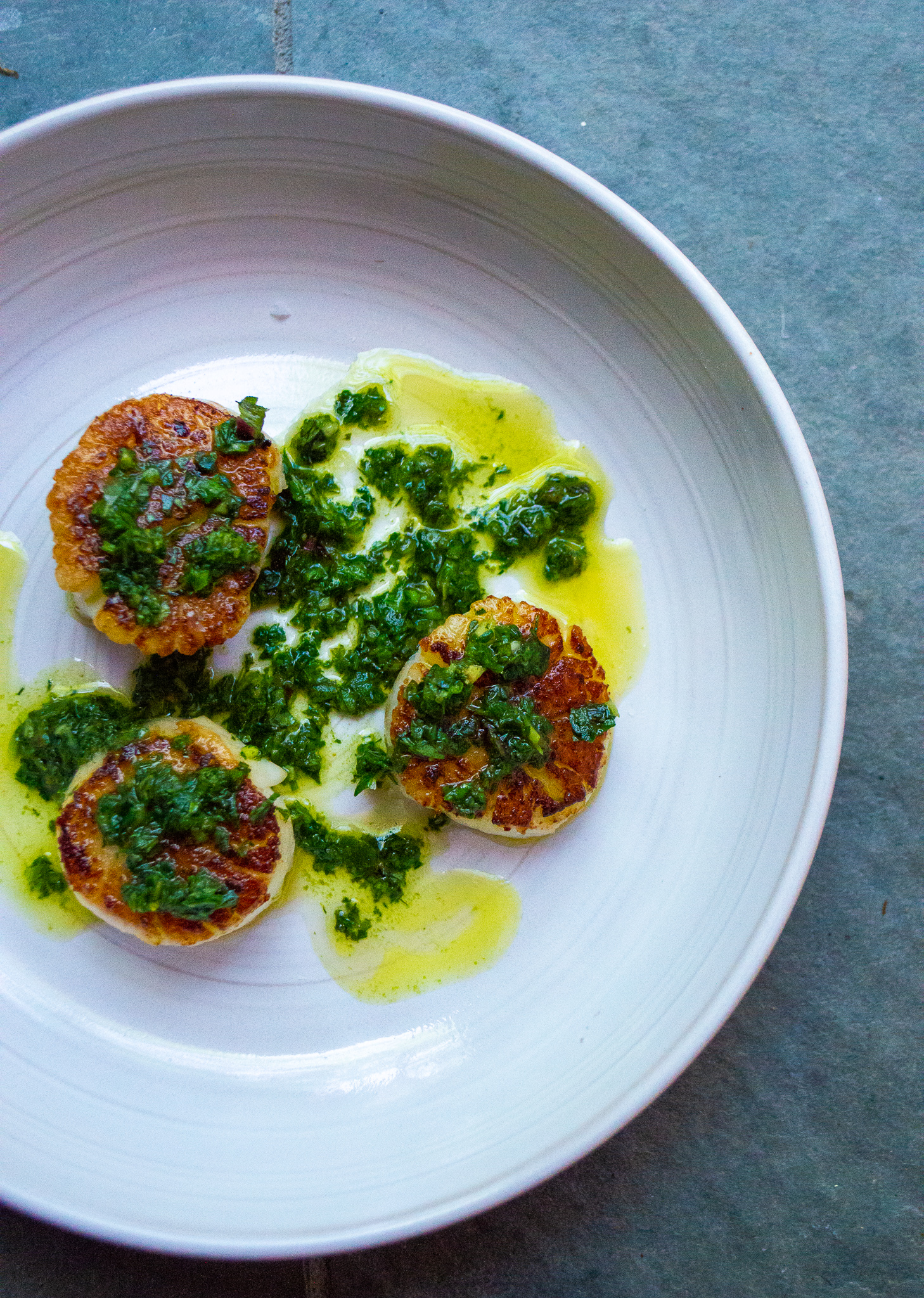 scallops with herby green sauce