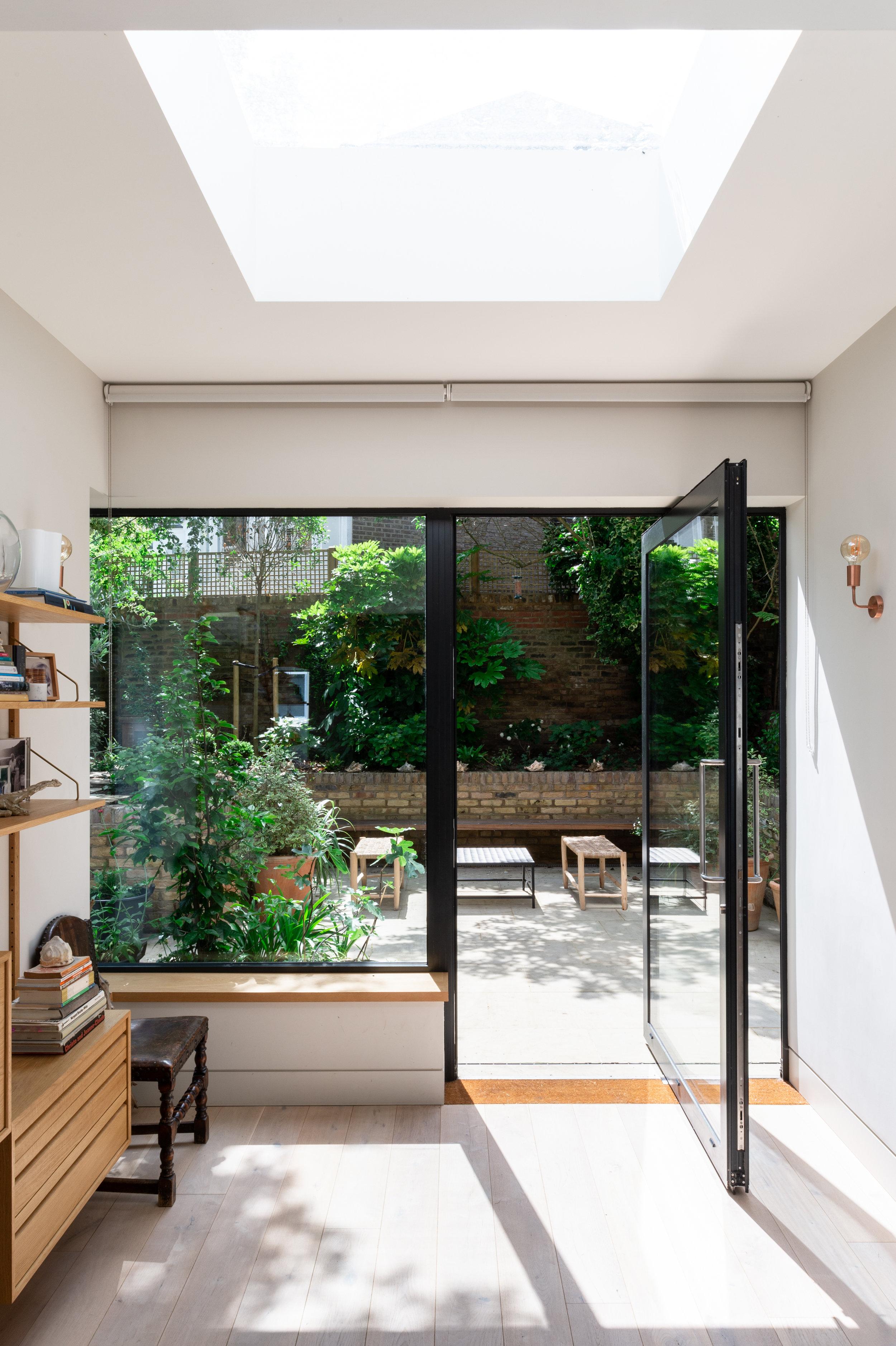 Elgin Avenue pivot door - MW Architects