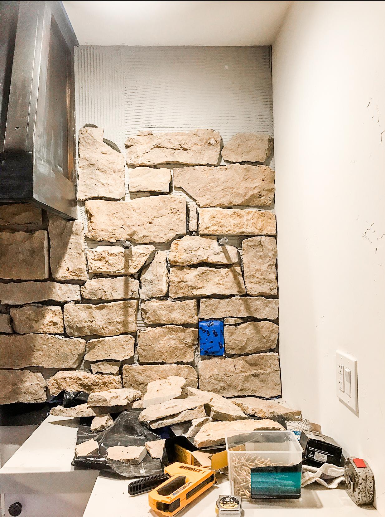 #rockwall #stone #europeanfarmhouse #farmhouse #rockinkitchen #stonedecor #modernfarmhouse