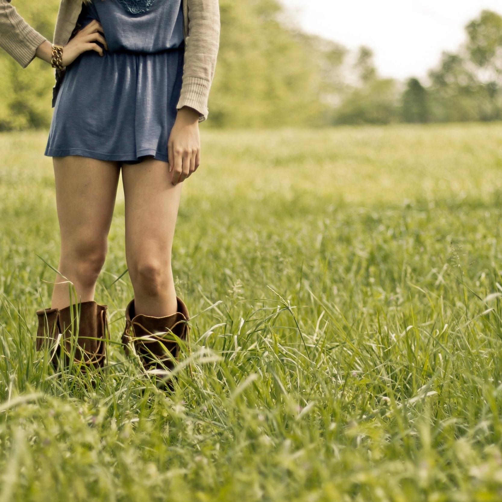 boots-field-grass-53969.jpg