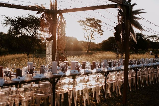 Sundowner hour in the bush, something magical. 💫⠀ ⠀ .⠀ Image by @shanaygreenephotography  Styling by @bish_bash_boosh⠀ Furniture by @reservedexclusive⠀ Structure by @saltnpepper_creative⠀ ~~~~~~~~⠀ #lunikhy #gamefarm #bush #wedding #bushwedding #outdoorwedding #naturewedding #table #outdoortable #weddingseating #outdoorseating #trees #nature #natural #bushgetaways #bushholiday #photography #picoftheday