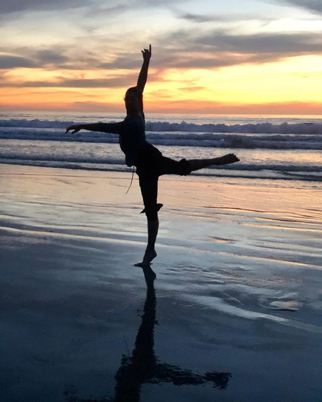 Ocean vibes! Been about 7 Years since I've visited San Diego! One of the most beautiful places to visit! 📸: @ashtothewin  #sandiego #dancer #beach #sunset #shadows #water #dance #california #ocean #nature #love #lajolla #watergollum