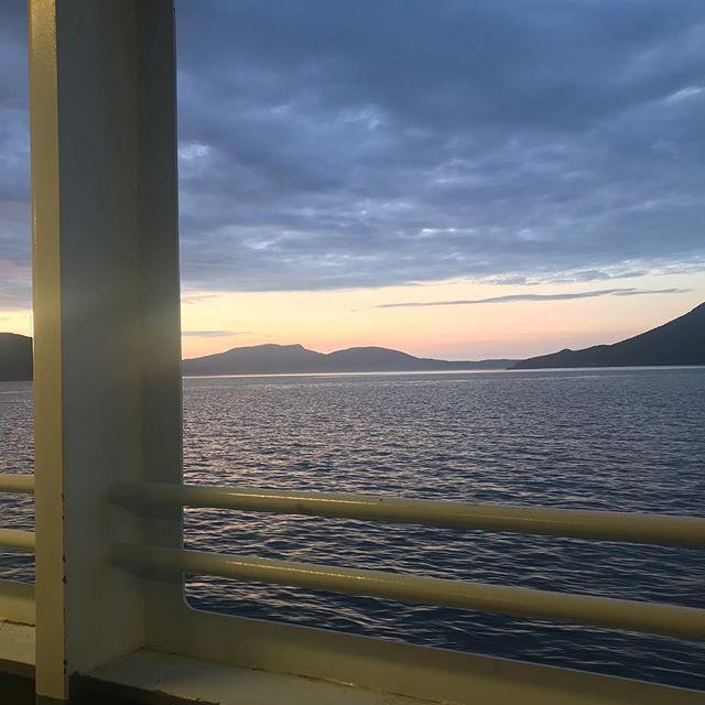 There's no place like home. . . . #orcasisland #visitsanjuans #ferry #pnwonderland #pnw #dusk #makersgonnamake #creativelifehappylife