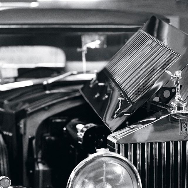 Style is always important. And for Peninsula Hotels, the finest details make all the difference. #1934rollsroyce   Photo courtesy of #annieleibovitz #rollsroycephantom #vintagecars #luxurycars #classiccar #AgencySacks #ASclientwork  #adcampaign
