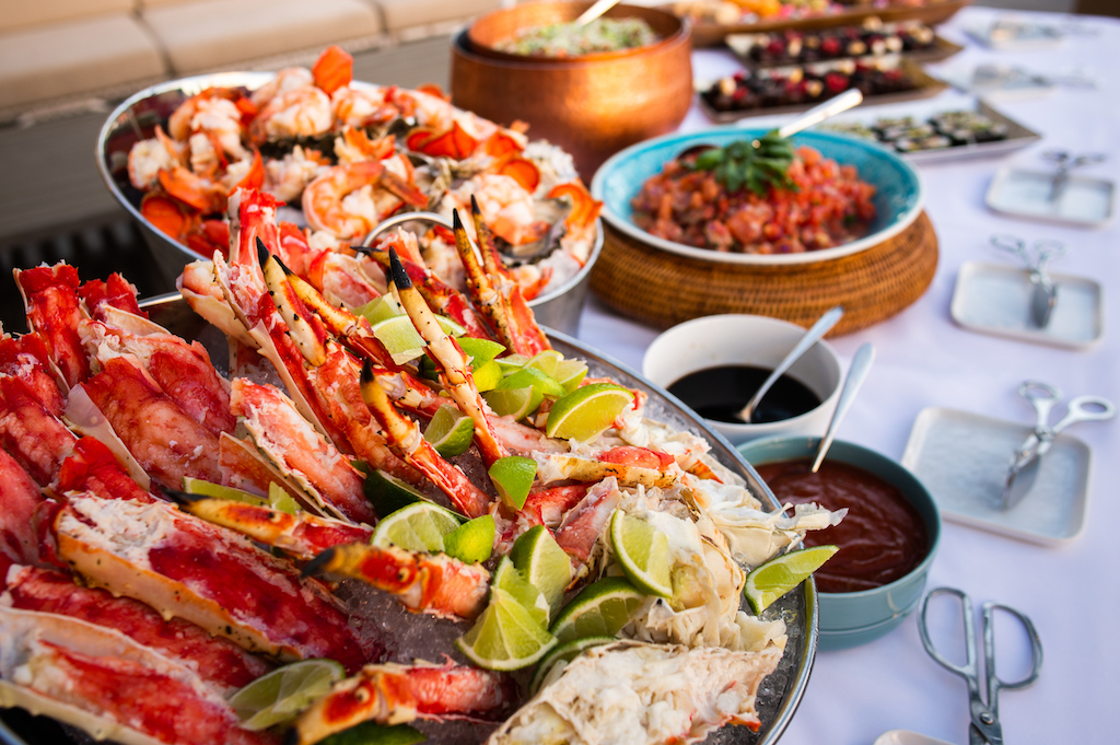 Fresh Seafood Bar (Actual arrangement may differ from the images)
