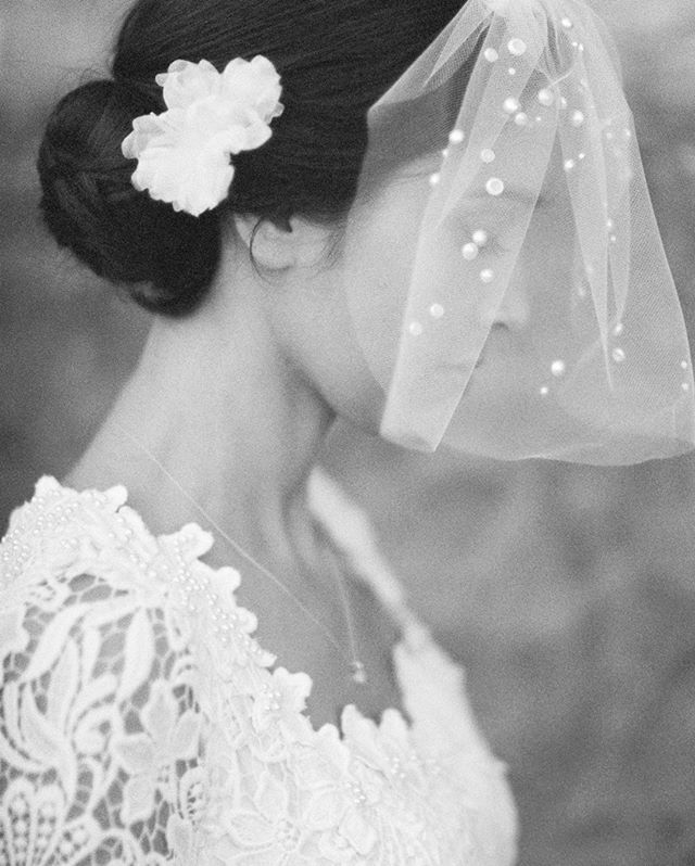 When we saw the simplicity and elegance of this beautiful veil we were inspired to shoot it over the delicate profile of this beauty. Highlighting the exquisite detail of the veil and the pearls tied into the more subtle pearls adorning her dress and necklace. We love the creaminess of Fuji Acros b+w @fujifilm_profilm, scanned by @indiefilmlab⠀⠀⠀⠀⠀⠀⠀⠀⠀ .⠀⠀⠀⠀⠀⠀⠀⠀⠀ .⠀⠀⠀⠀⠀⠀⠀⠀⠀ .⠀⠀⠀⠀⠀⠀⠀⠀⠀ #italyweddingphotographer #indiefilmlab #longlivefilm #filmphotographer #weddingphotographer #socalweddingphotographer #losangelesweddingphotographer #destinationphotographer #destinationweddingphotographer #weddinginspo #weddinginspiration #styledshoot #topweddingphotographers #santabarbarawedding #santabarbaraweddingphotographer #luxurywedding #weddingdress #bride #instawedding #weddingideas #bridal #engaged #romanticwedding #bride #fujiacros #fujifilm_profilm #santabarbaraportaitphotographer #laweddingphotographer #hawaiiweddingphotographer #michaelandannacosta