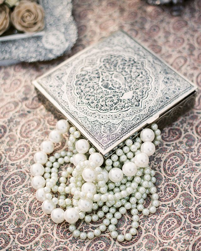 These beautiful pearls added such a luxe detail to this epic sofre designed by Sargordan Sofre Wedding Arrangements. With the color tones of only white and silver the entire sofre has an elegant continuity. Wedding planned by the incredible @donnaromani ⠀⠀⠀⠀⠀⠀⠀⠀⠀ .⠀⠀⠀⠀⠀⠀⠀⠀⠀ .⠀⠀⠀⠀⠀⠀⠀⠀⠀ .⠀⠀⠀⠀⠀⠀⠀⠀⠀ #indiefilmlab #longlivefilm #filmphotographer #weddingphotographer #losangelesweddingphotographer #destinationphotographer #destinationweddingphotographer #weddinginspo #weddinginspiration #topweddingphotographers #santabarbarawedding #santabarbaraweddingphotographer #luxuryweddingphotographer #luxurywedding #weddingdress #bride #italyweddingphotographer #instawedding #newyorkphotographer #nyc #fashionphotographer #weddingideas #bridal #engaged #romanticwedding #fujifilm_profilm #santabarbaraportaitphotographer #weddingdetails #laweddingphotographer #michaelandannacosta